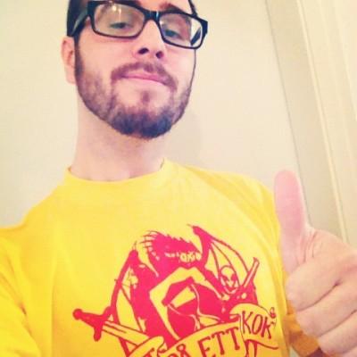 Våldsamt stilig t-shirt!